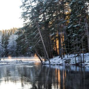 Sälboda Gård – Älven, vinter, solljus